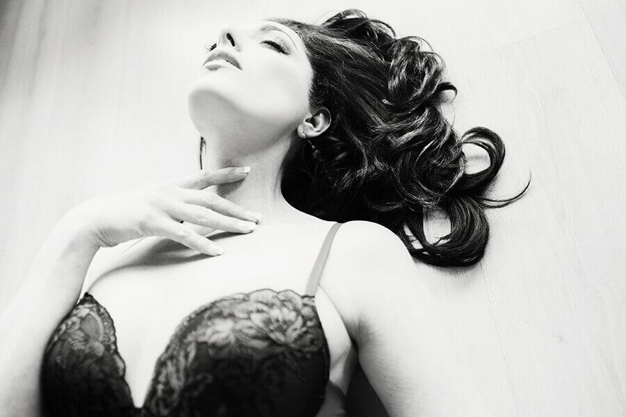 "<img src=""boudoirs"" alt=""Breathtaking boudoirs on location"">"