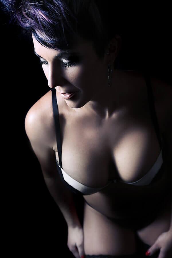 "<img src=""boudoir.jpg"" alt=""professional boudoir photography"">"