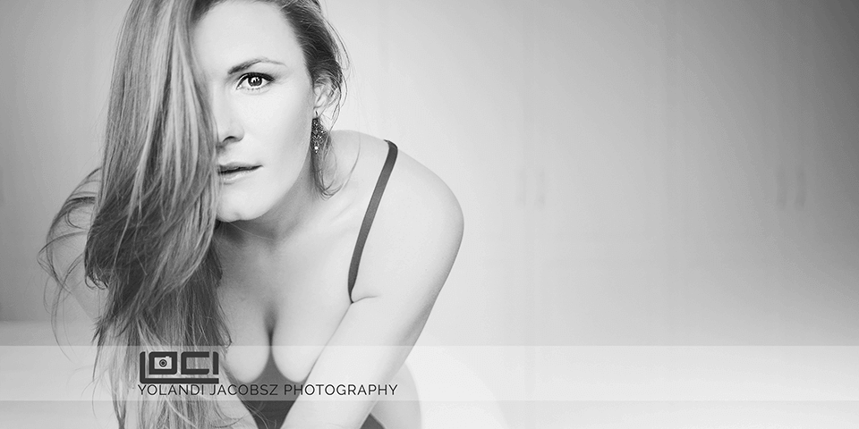 Black and white boudoir – Loci Photography