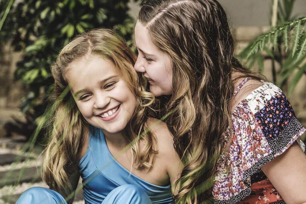 Siblings family photography by Yolandi Jacobsz of Loci Photography done in Hartebeespoort