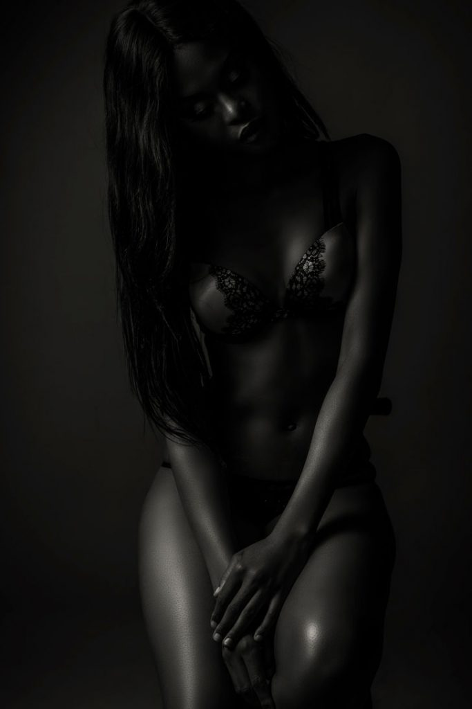 An example of a lovely black and white boudoir image photographed by Yolandi Jacobsz
